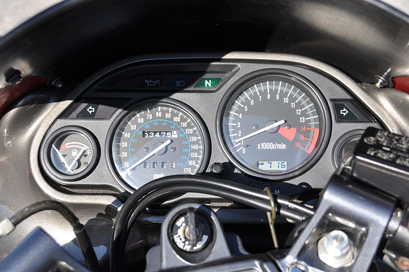 Kawasaki ZZR600 gauges.